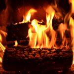 厳しい冬に温もりを。暖炉の使い方
